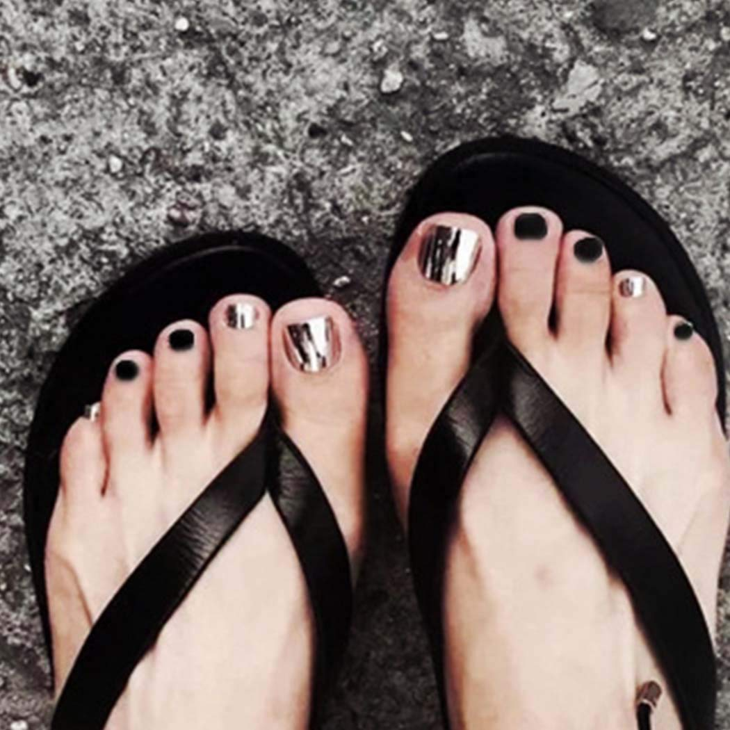 Outyua Glossy Toenails Mirror Black Short Square Press on nails Acrylic Full Cover Fake Toes Nails Artificial Beach False Foot Nails Tips for Women and Girls