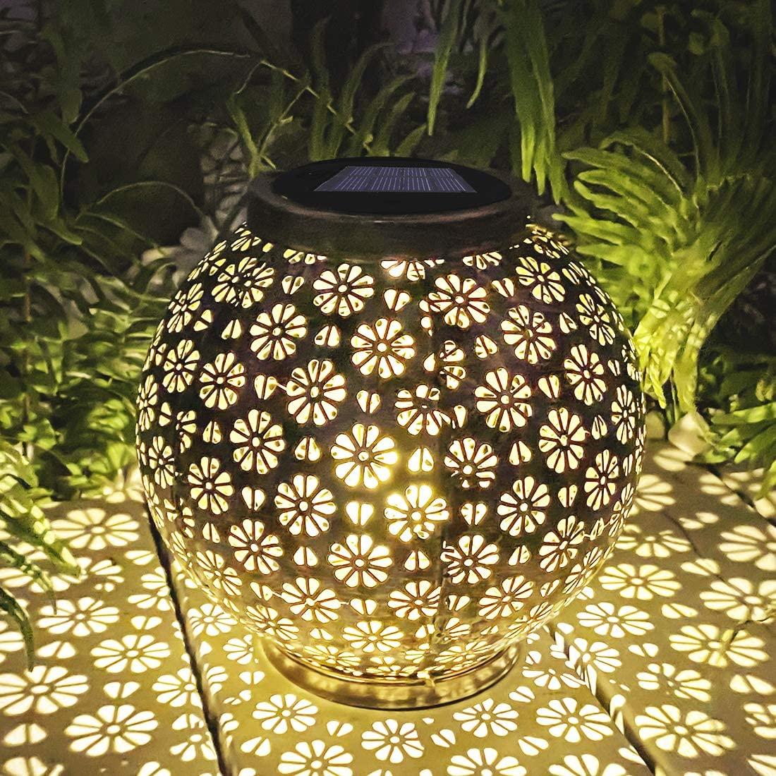 Solar Lantern Outdoor Hanging, Waterproof Metal Hanging Solar Lantern Lights Decorative for Garden, Yard, Tabletop, Patio, Lawn