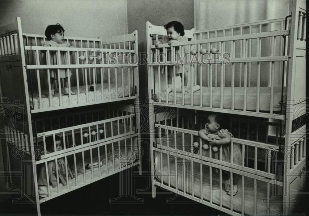 Historic Images Press Photo Harkins Family quadruplet Children in Their Cribs - tua09618