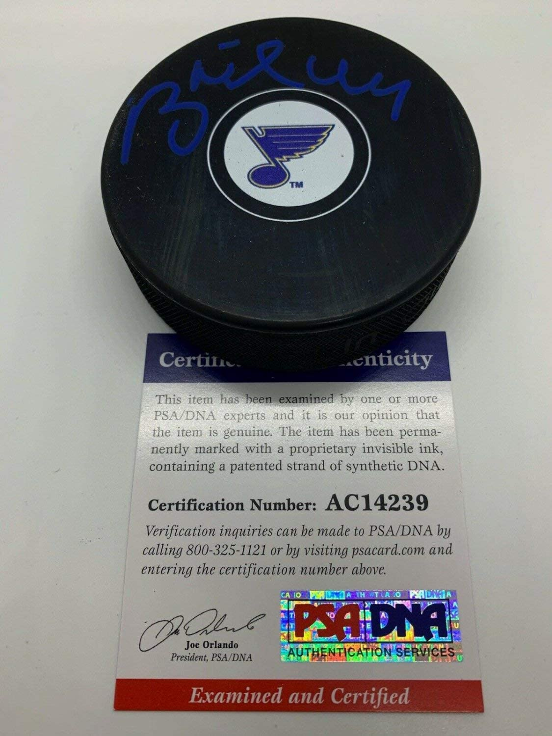 Brett Hull Autographed Signed St. Louis Blues Autograph Hockey Puck PSA DNA With Case 14239