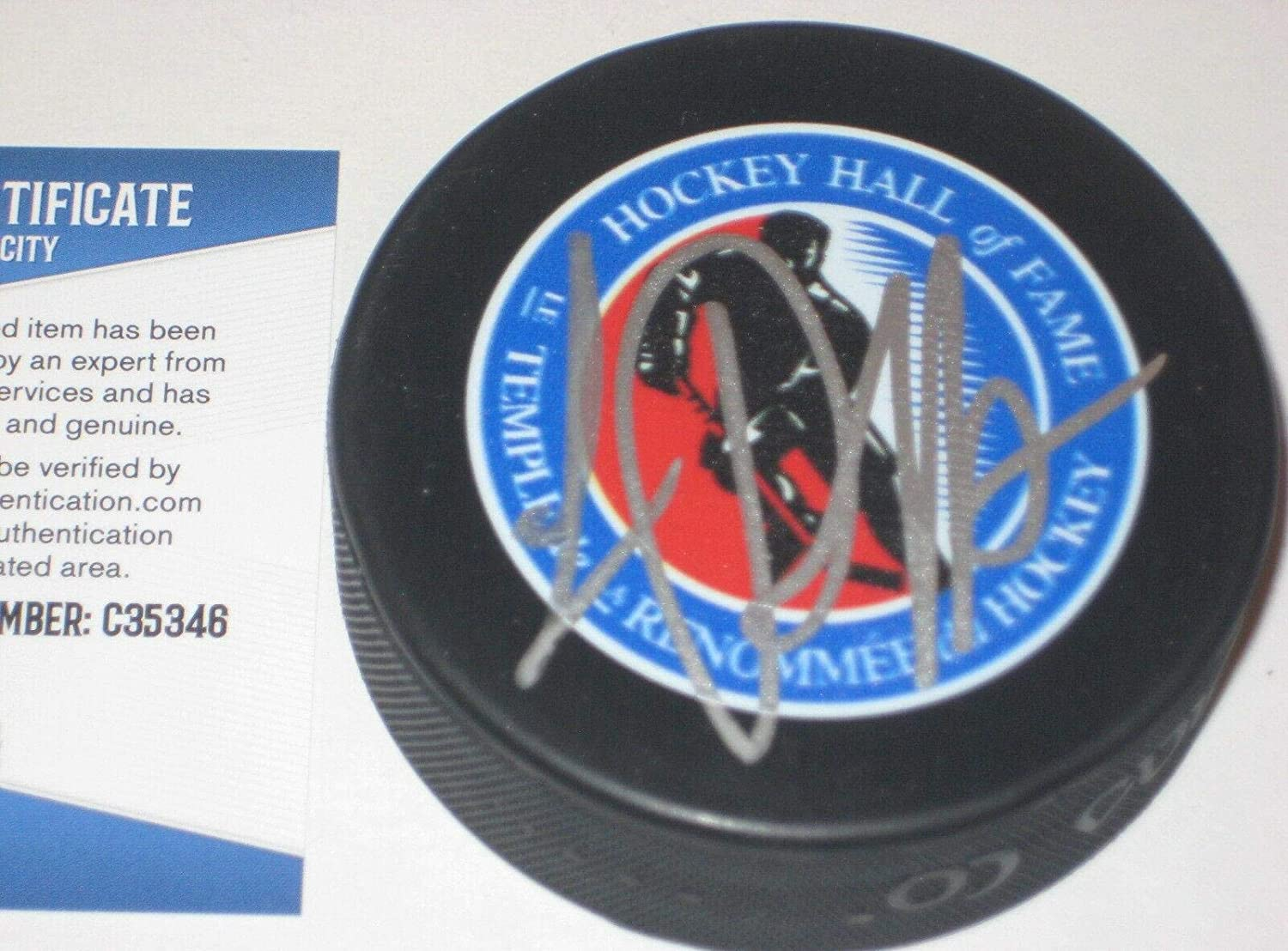 Luc Robitaille Signed Puck - L.A. HALL OF FAME w Beckett COA - Beckett Authentication - Autographed NHL Pucks
