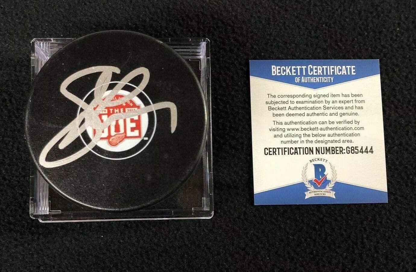 Steve Yzerman Signed Joe Louis Arena Farewell Puck Detroit Red Wings Beckett COA - Beckett Authentication