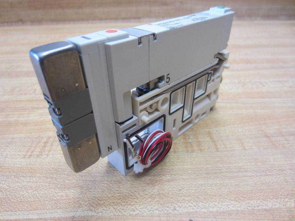 SMC VQ2501N-51 valve, 3 position, plug-in(dc)