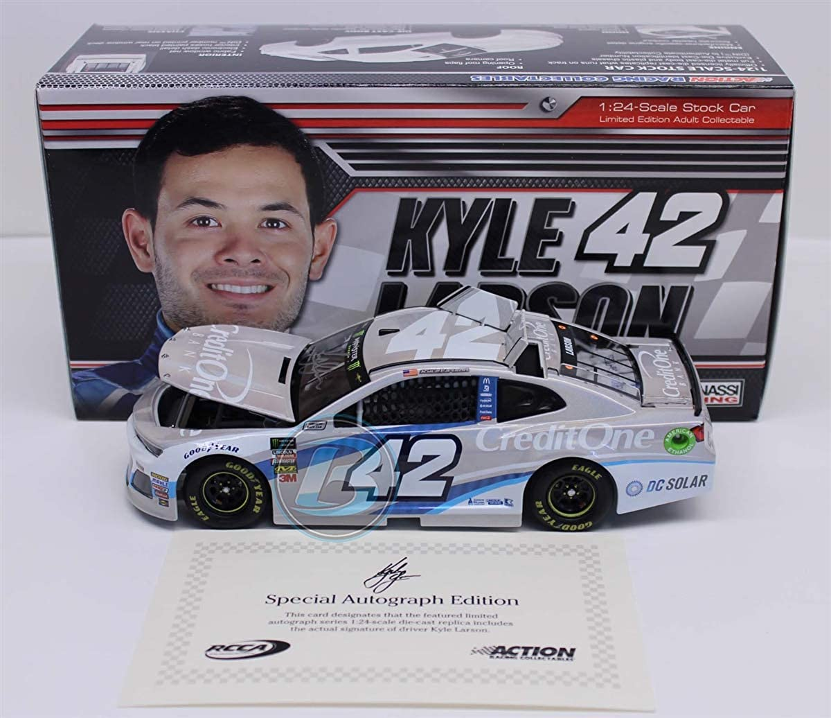 Lionel Racing Kyle Larson Autographed 2018 Credit One Bank 1:24 Flashcoat Silver Nascar Diecast