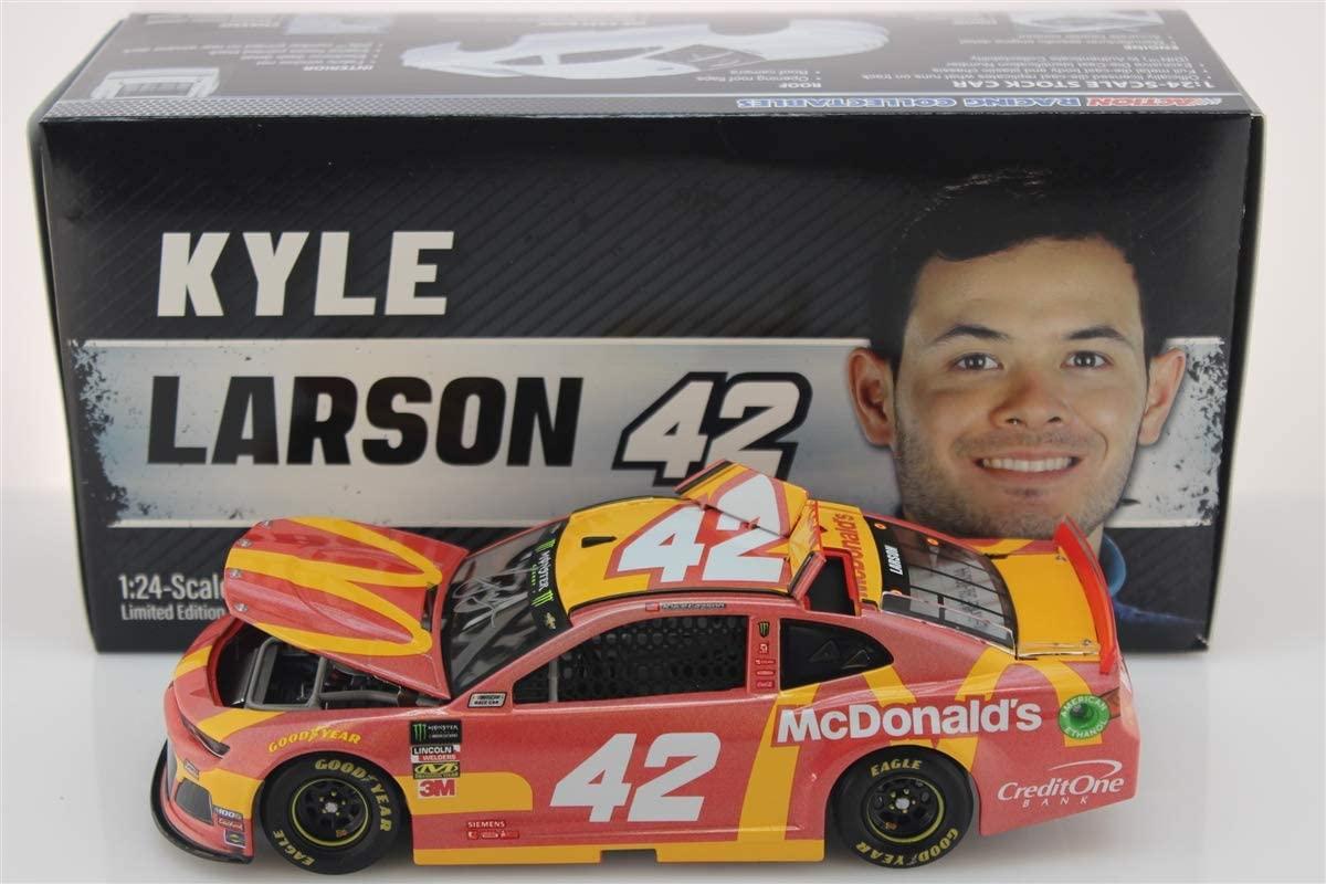 Lionel Racing Kyle Larson Auto'd 2019 McDonald's 1:24 Flashcoat Color
