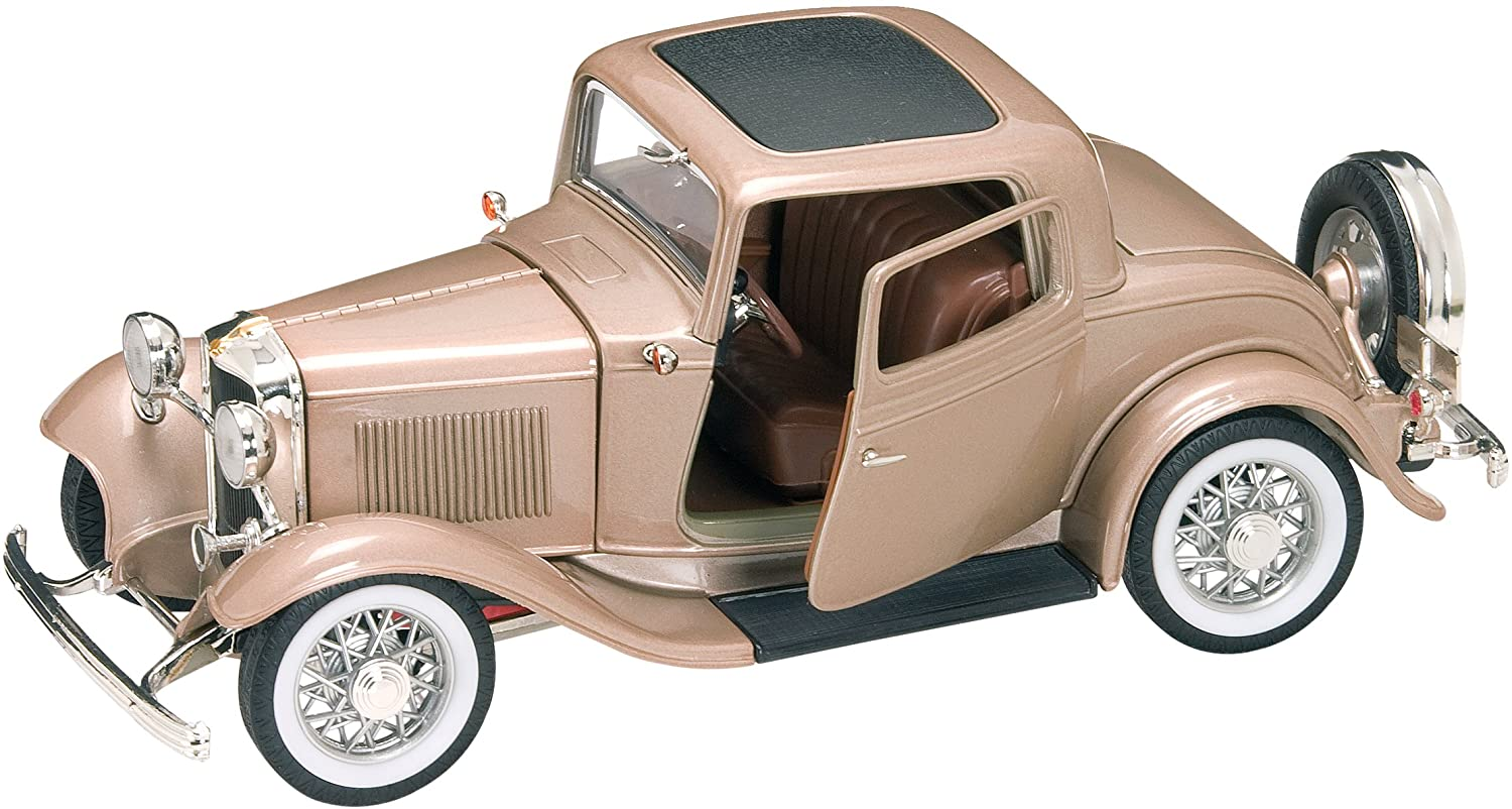 Road Signature 92248 Scale 1:18 1932 Ford 3-Window Coupe, Gold