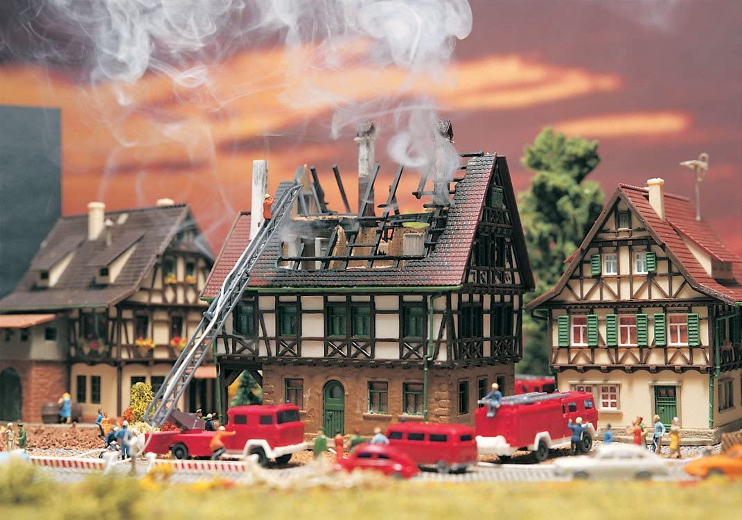 Vollmer 47738 House on fire houses
