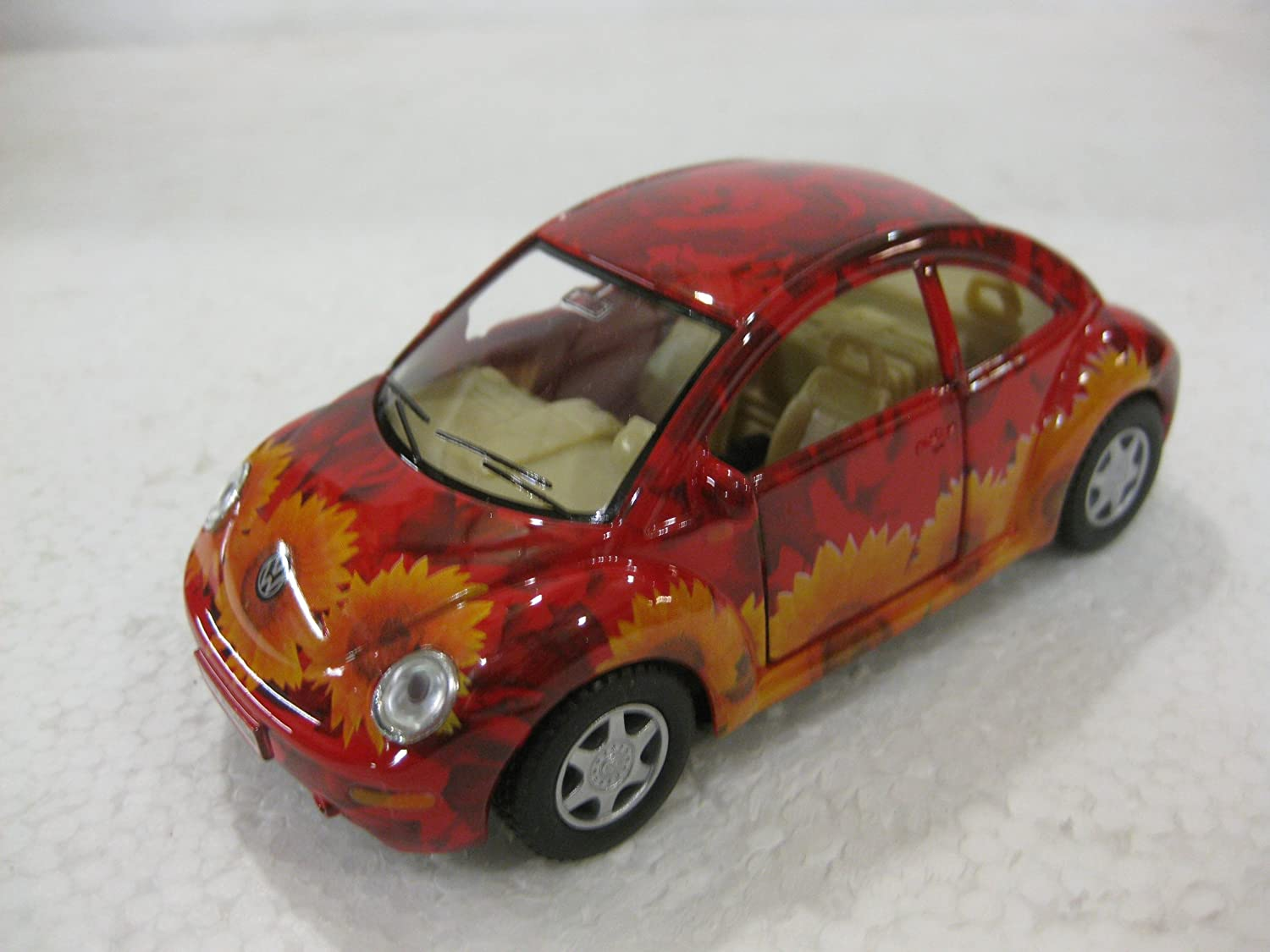 diecast 1 32 scale Volkswagon New Beetle in Flower Print by Kinsmart