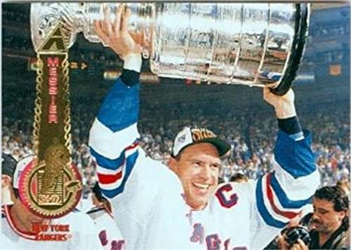 Mark Messier hockey card (1994 New York Rangers Stanley Cup Champion) 1995 Pinnacle #300