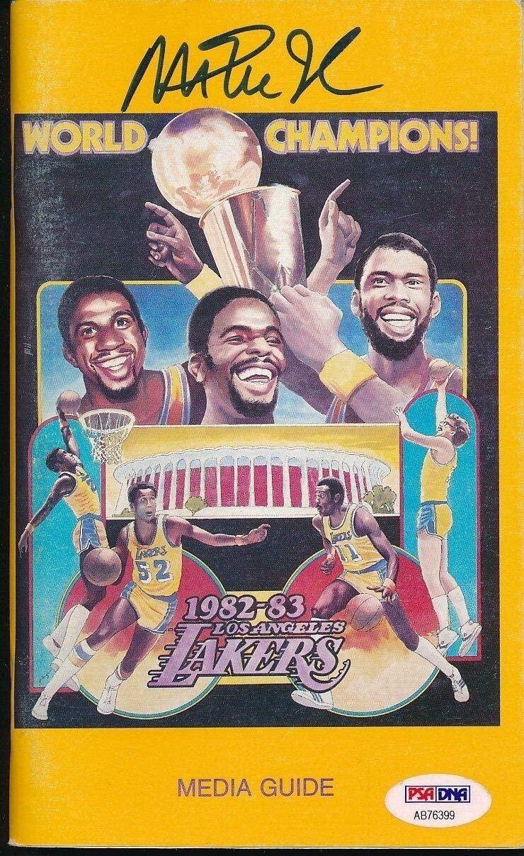 Magic Johnson Signed 1982-83 Lakers Media Guide Autograph Auto PSA/DNA AB76399 - NBA Autographed Miscellaneous Items
