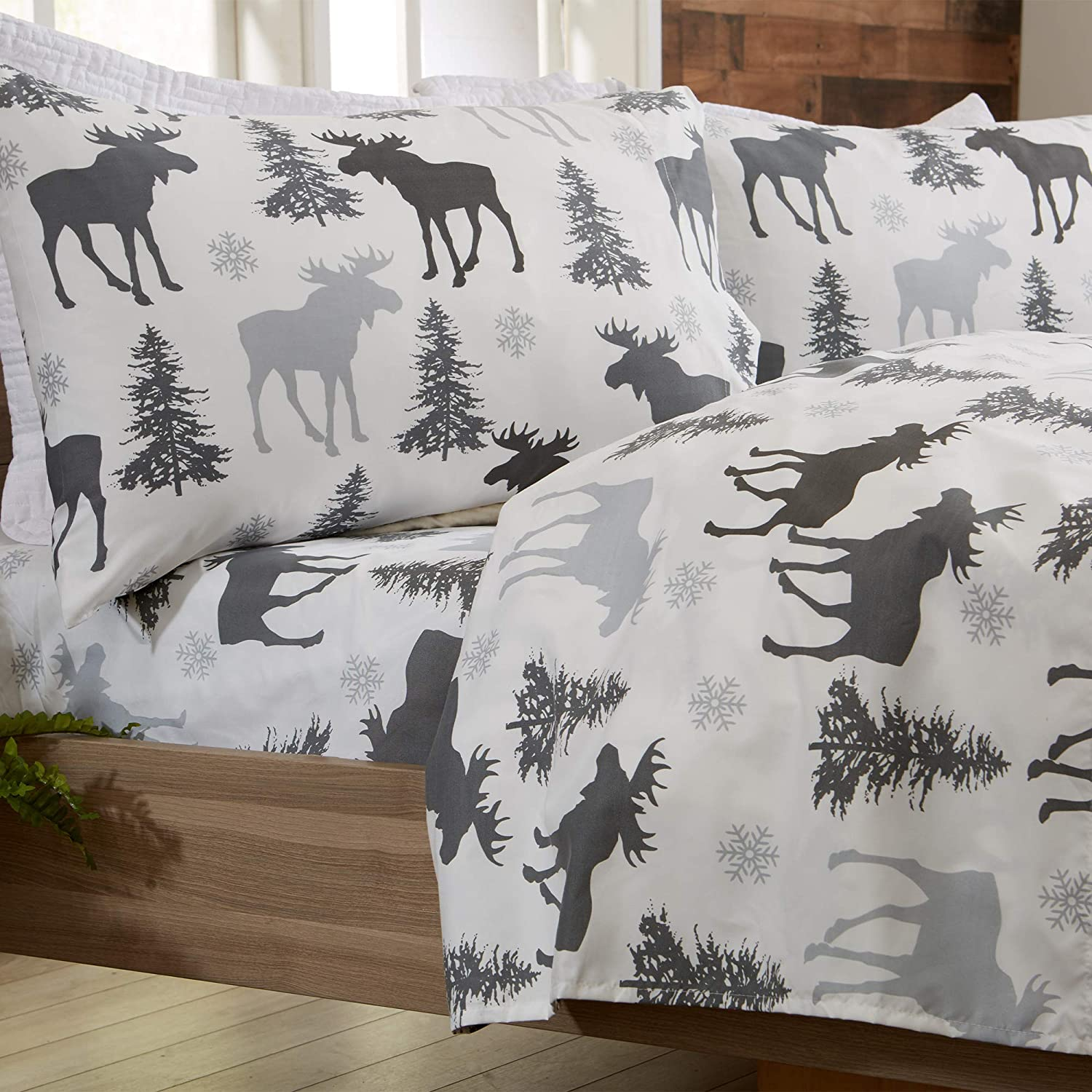 Great Bay Home 3-Piece Lodge Printed Ultra-Soft Microfiber Sheet Set. Beautiful Patterns Drawn from Nature, Comfortable, All-Season Bed Sheets. (Twin, Moose)