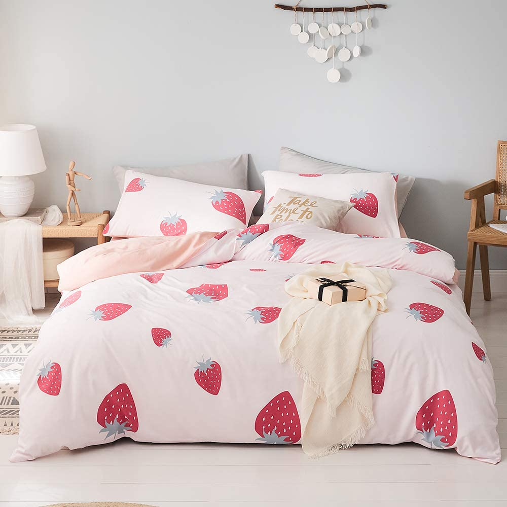 Girls Pink Duvet Cover Queen Teens Microfiber Bedding Set Queen Kids Strawberry Comforter Cover Queen for Women Lightweight Cartoon Fruits Cute Duvet Cover Full with Zipper Closure, No Comforter
