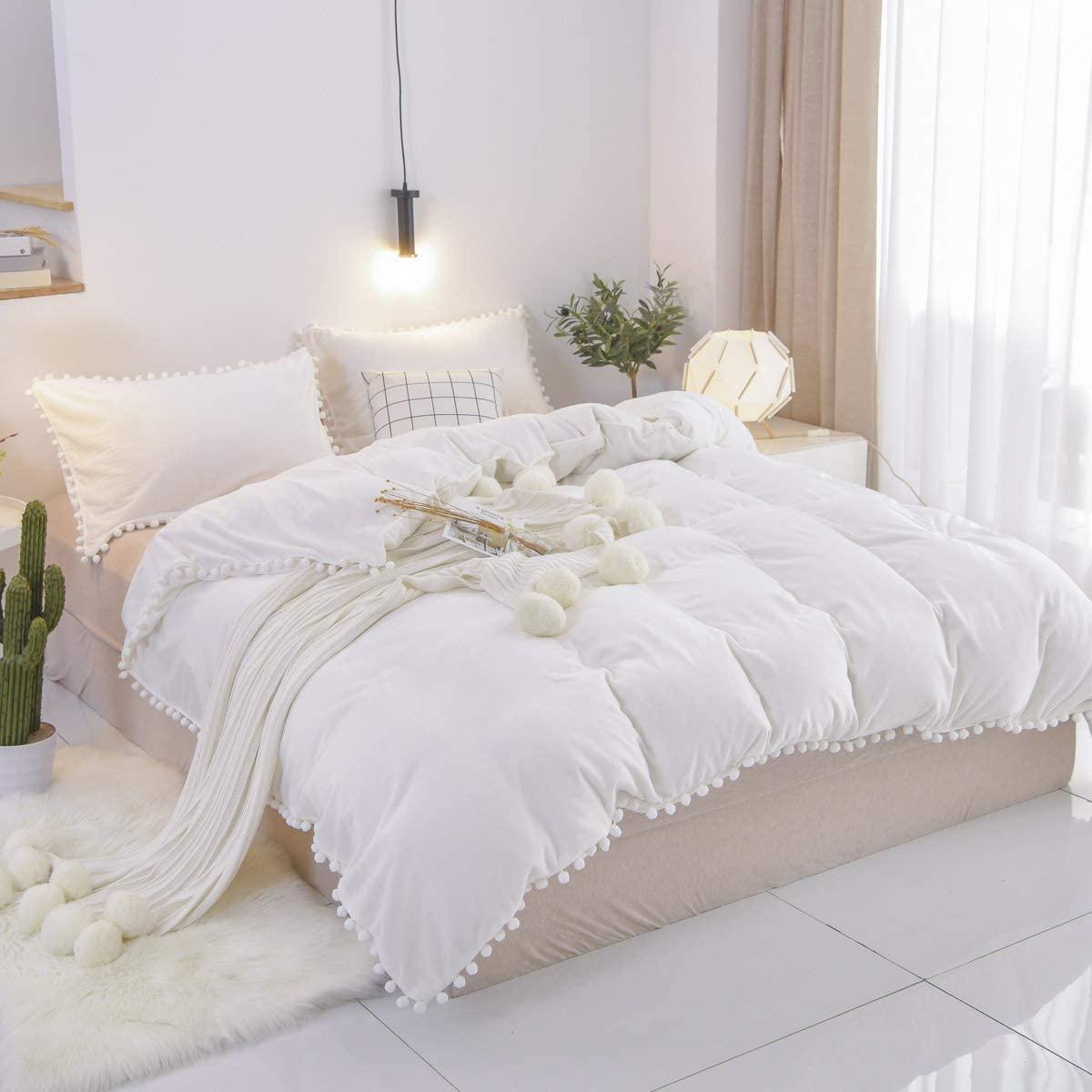 Brandream Velvet Duvet Cover King 3 Pcs Bohemian Style Modern Bedding White Pom Pom Bedding Flannel Pom-Fringe with Zipper Ties for Winter