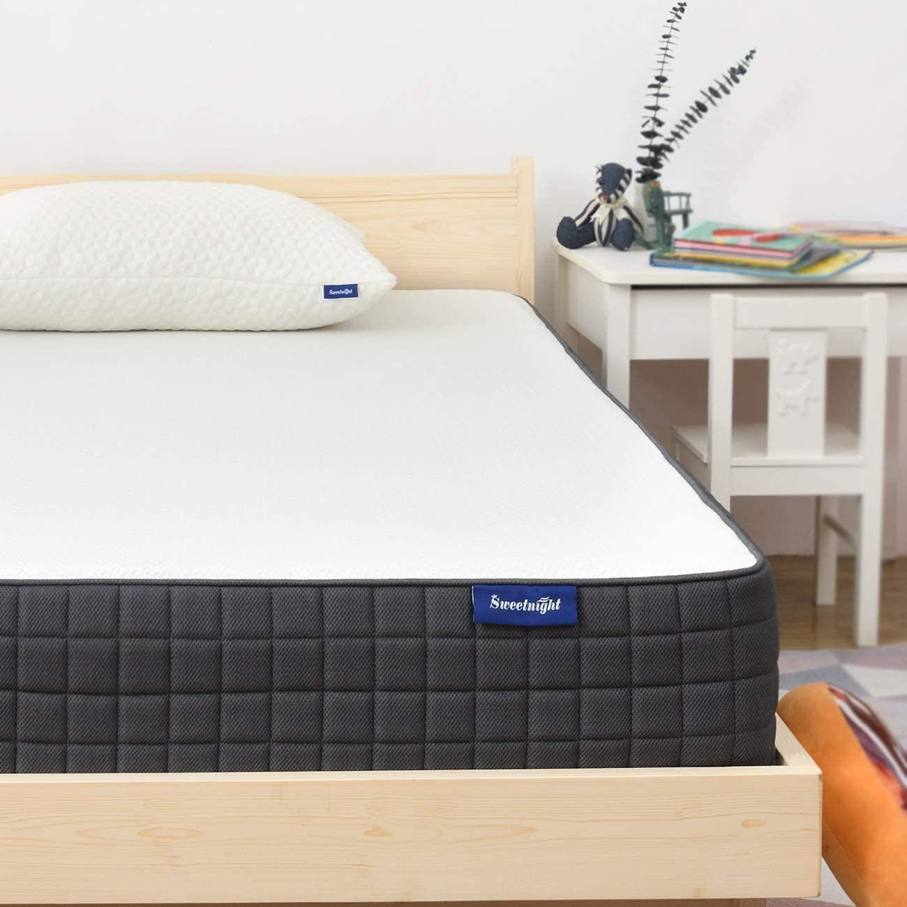 Queen Mattress- Sweetnight Breeze Queen Size Mattress, Medium Firm Memory Foam Mattress for Sleep Cool & Pressure Relief, 8 Inch