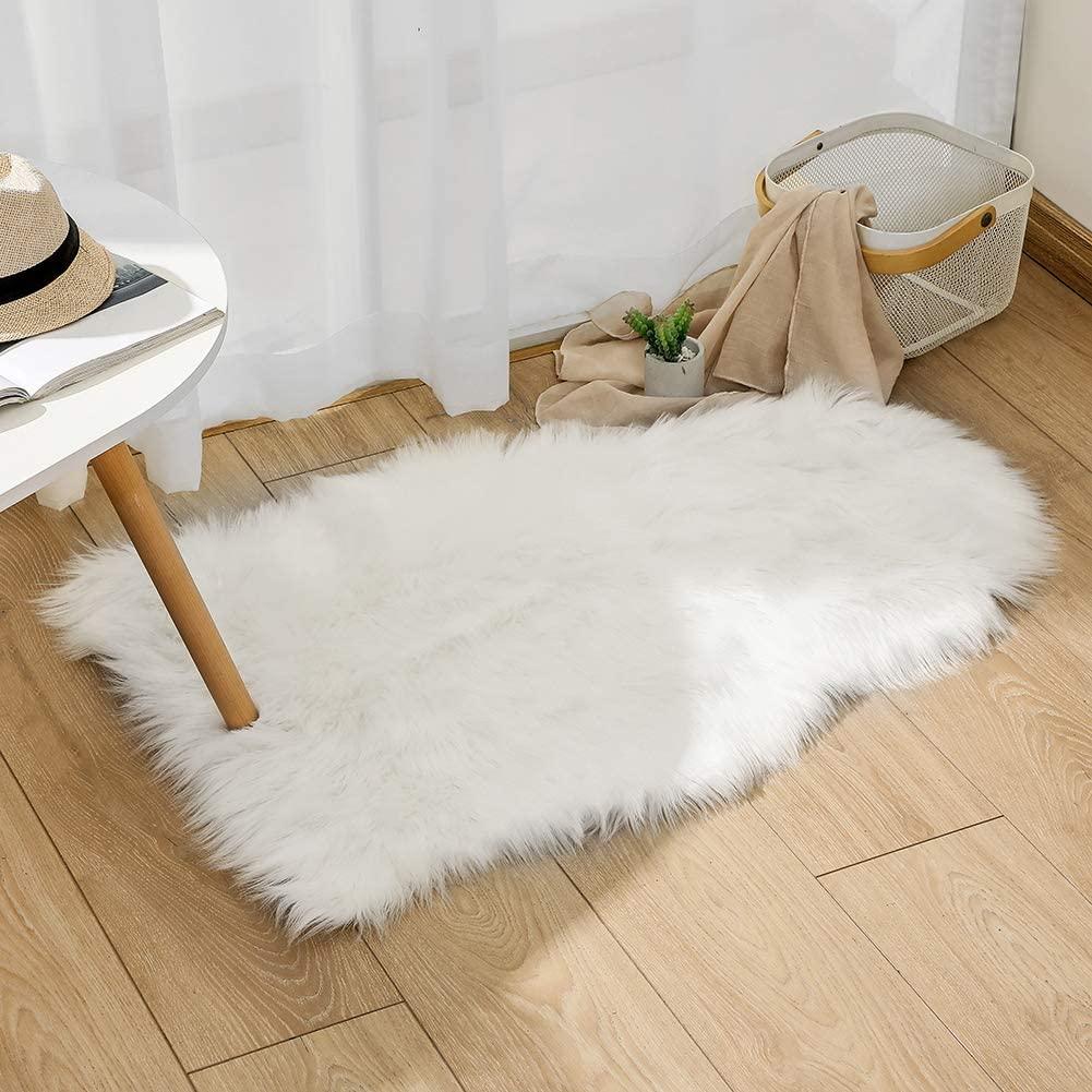Faux Fur Sheepskin Rug 50 x 80 cm Faux Fleece Fluffy Area Rugs Carpet for Living Room Bedroom Sofa (1.7ft x 2.6ft, White)