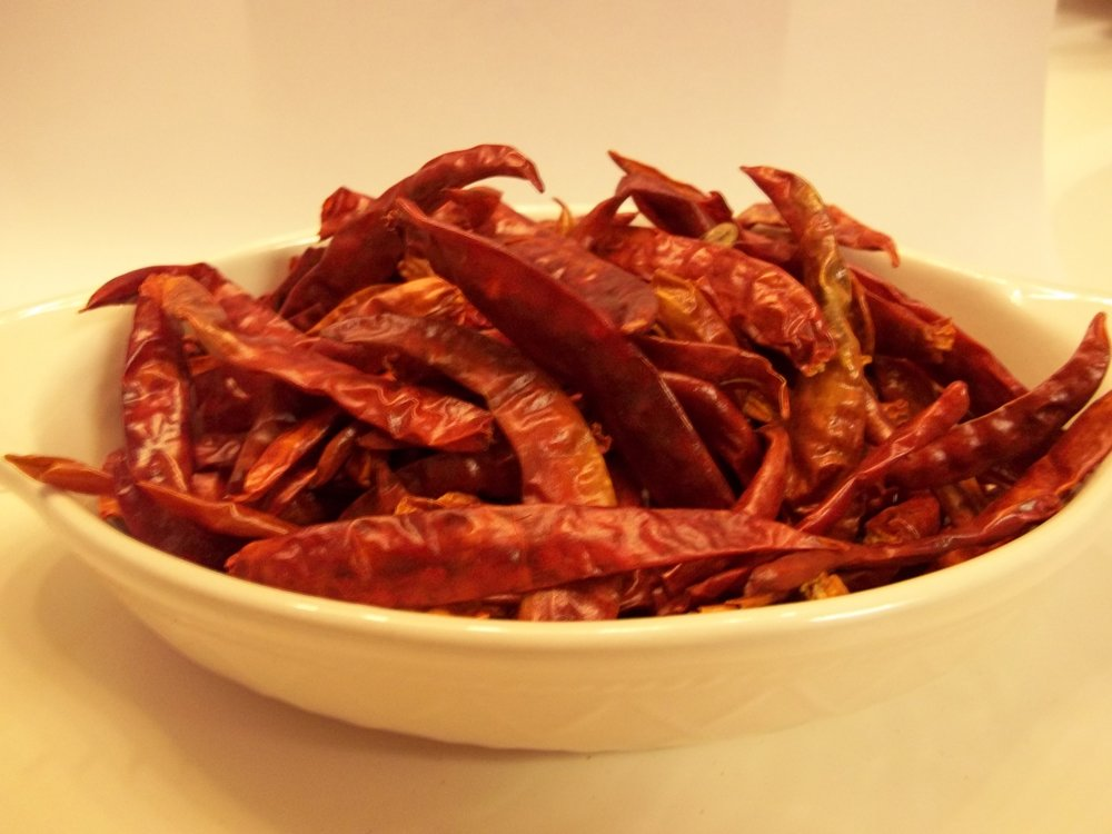 CAYENNE PEPPER, WHOLE DRIED, 4 OZ, DELICIOUS FRESH SPICY DRIED HERB