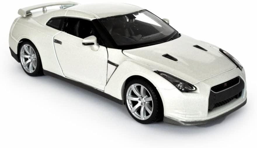 Maisto Nissan GT-R, White 31294 - 1/24 Scale Diecast Model Toy Car