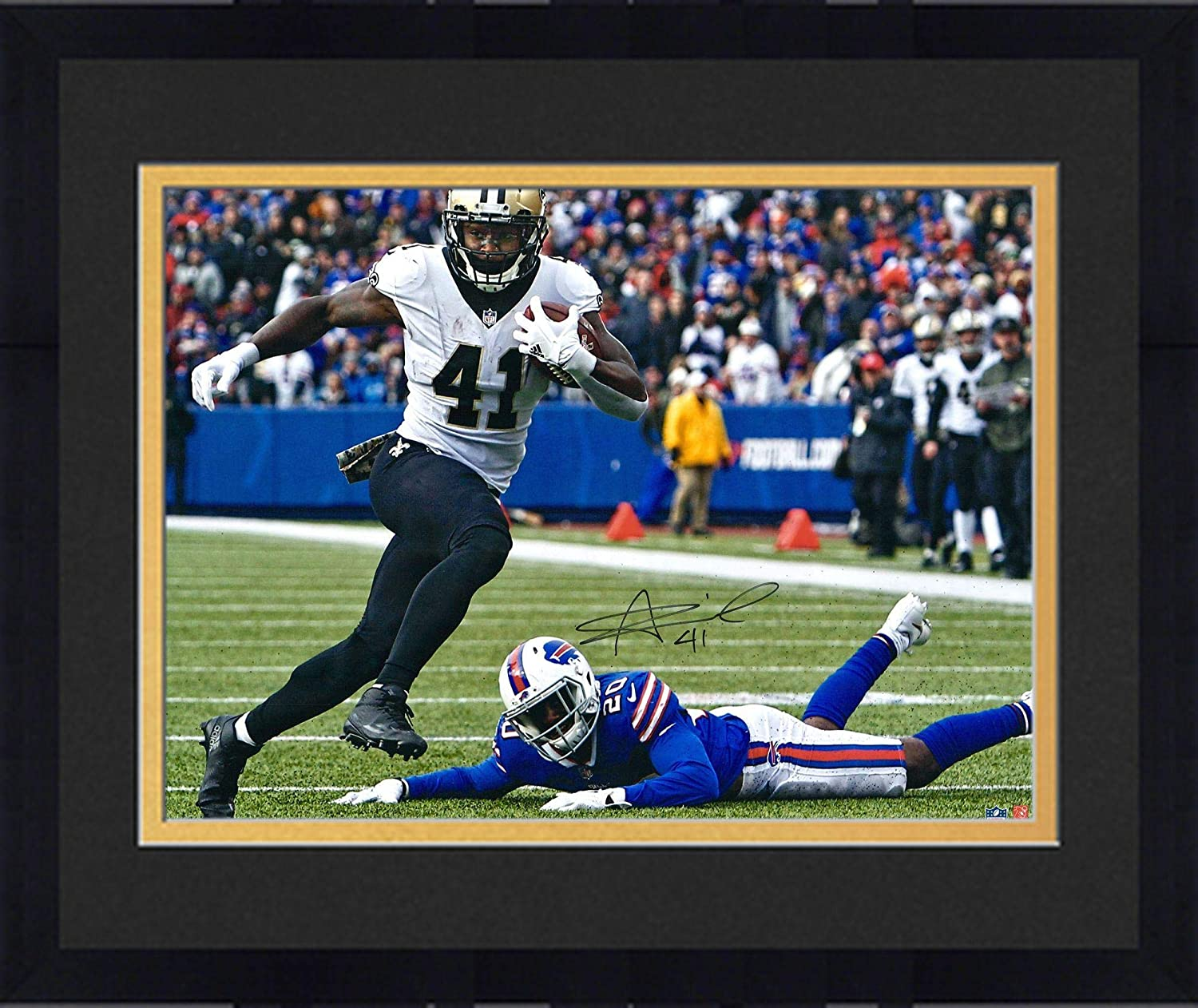 Framed Alvin Kamara New Orleans Saints Autographed 16