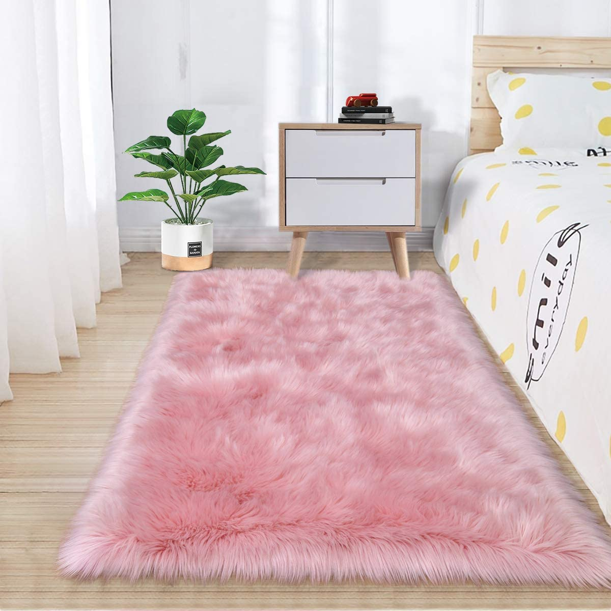 Zareas Super Soft Fluffy Bedroom Rugs, Luxurious Plush Faux Fur Sheepskin Area Rugs for Living Room Indoor Floor Couch Chair Vanity Home Decor Nursery Kids Girls Shaggy Carpet, Pink (2 x 3 Feet)