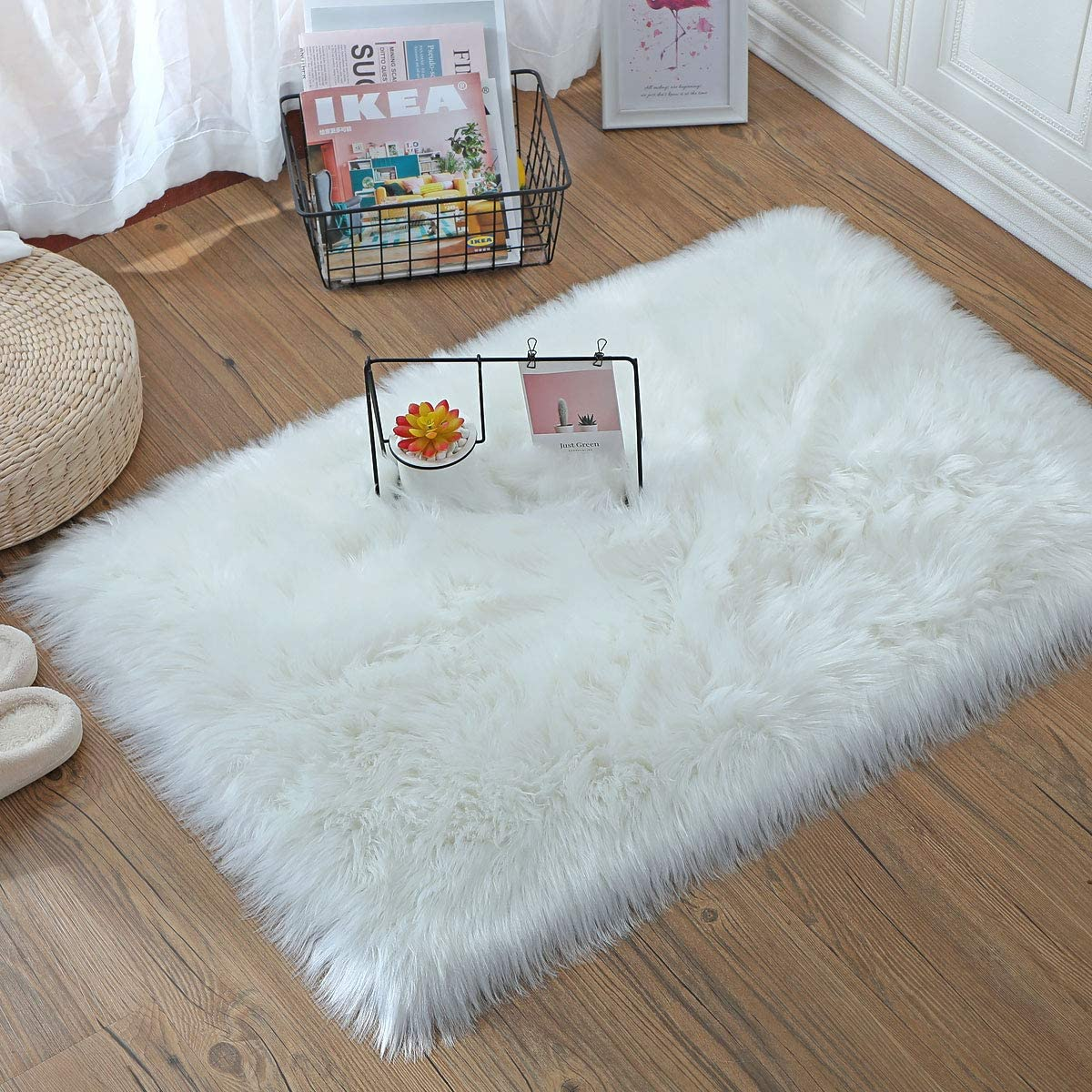 HLZHOU Soft Fluffy Rug Faux Fur Rug Furry Sheepskin Bedside Area Rug for Bedroom Floor Sofa Living Room 2 x 3 Feet White