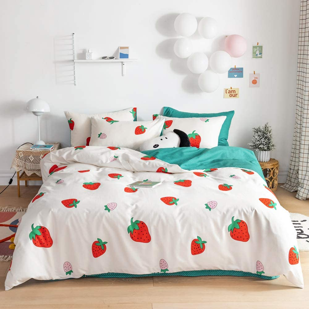 VClife Red Strawberry Girl Bedding Sets Cotton Fruits Pattern White Dots Geometric Design Bedding Collections, Hotel Quality White Green Twin Quilt Cover Pillowcases, Zipper Closure, 4 Corner Ties