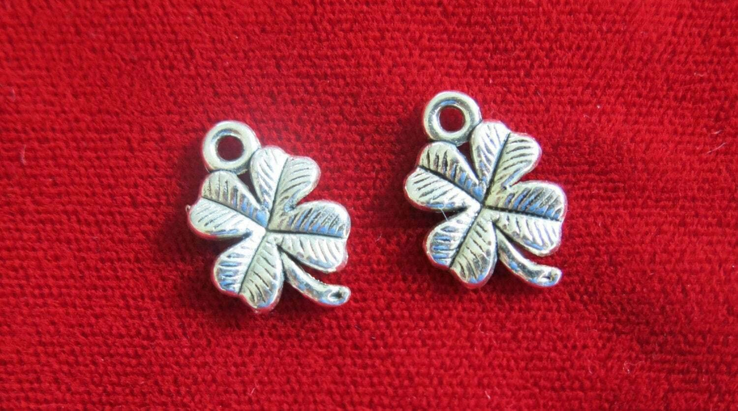 Charm Pendant - Jewelry Making DIY - Bracelet Bulk! 30pcClover Charms in Antique Silver Style