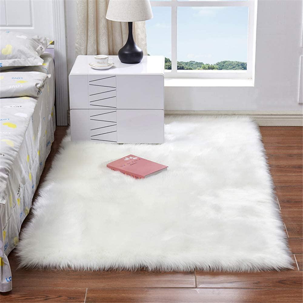 Briskaari Soft Fluffy Faux Sheepskin Fur Area Rugs,4 ft x 6 ft Rectangle Faux Fur Carpet for Living Room Bedroom Dining Room Nursery Foyer or Home Office Home Decor Floor Carpet (3ftx5.3ft, White)