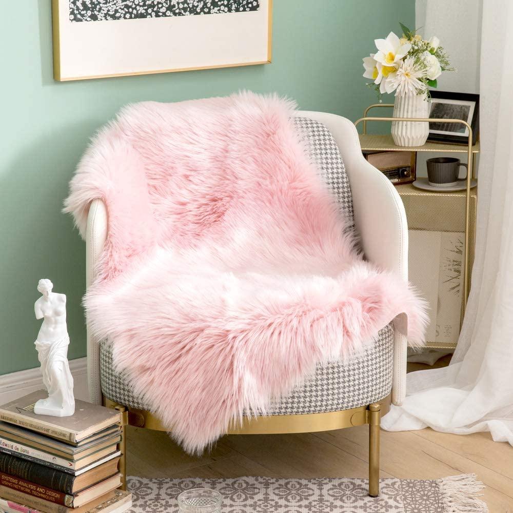 MIULEE Luxury Super Soft Fluffy Area Rug Faux Fur Rectangle Rug Decorative Plush Shaggy Carpet for Bedside Sofa Floor Nursery 2 x 3 Feet, Pink