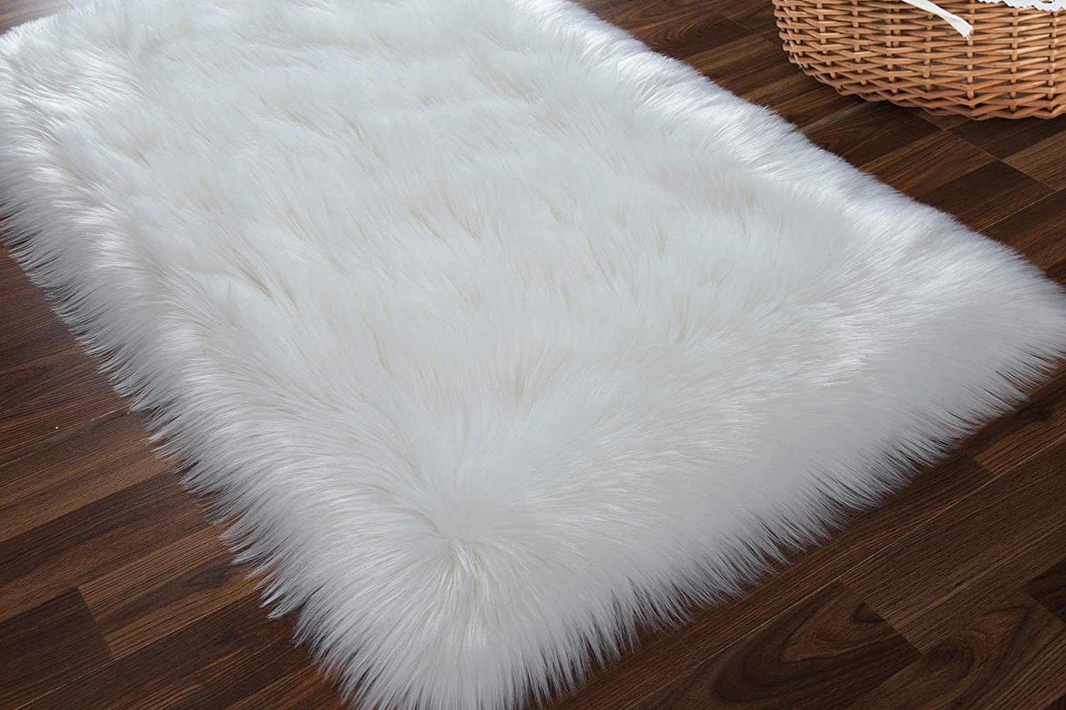 AROGAN Premium Fluffy Faux Fur Area Rug, Luxurious Soft Bedroom Bedside Rug, High Pile, Warm, Washable Carpets for Living Room Photography Home Decor, 2 x 3 Feet White