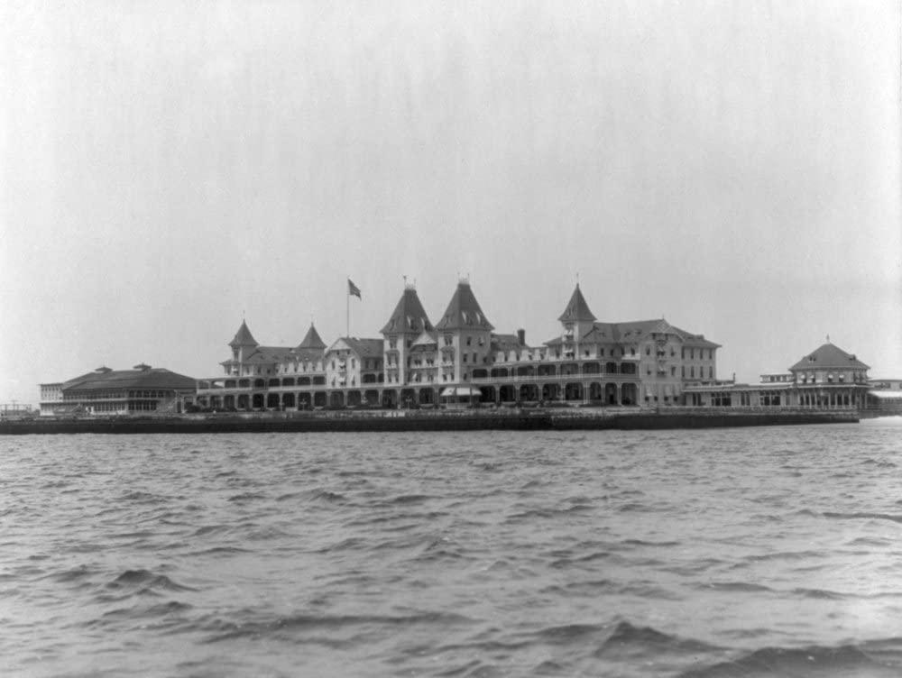 Brighton Beach Hotel on Coney Island NYC Photo (9x12 Art Print, Wall Decor Travel Poster)