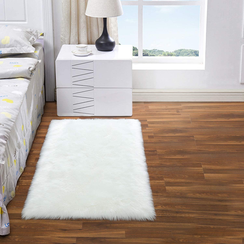 DETUM Luxurious Faux Fur Rug, 2x3 Feet Softest Fluffy Rugs for Bedroom Bedside Furry Sheepskin Rug Plush Carpet for Living Room Machine Washable Floor Mat, White