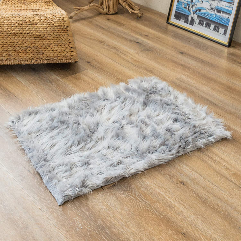 Super Soft Grey Faux Fur Area Rugs, Fuzzy Fluffy Sheepskin Carpet, Shaggy Furry Floor Mat for Nursery Rugs Living Room Bedroom Bedside, 2 x 3 Feet