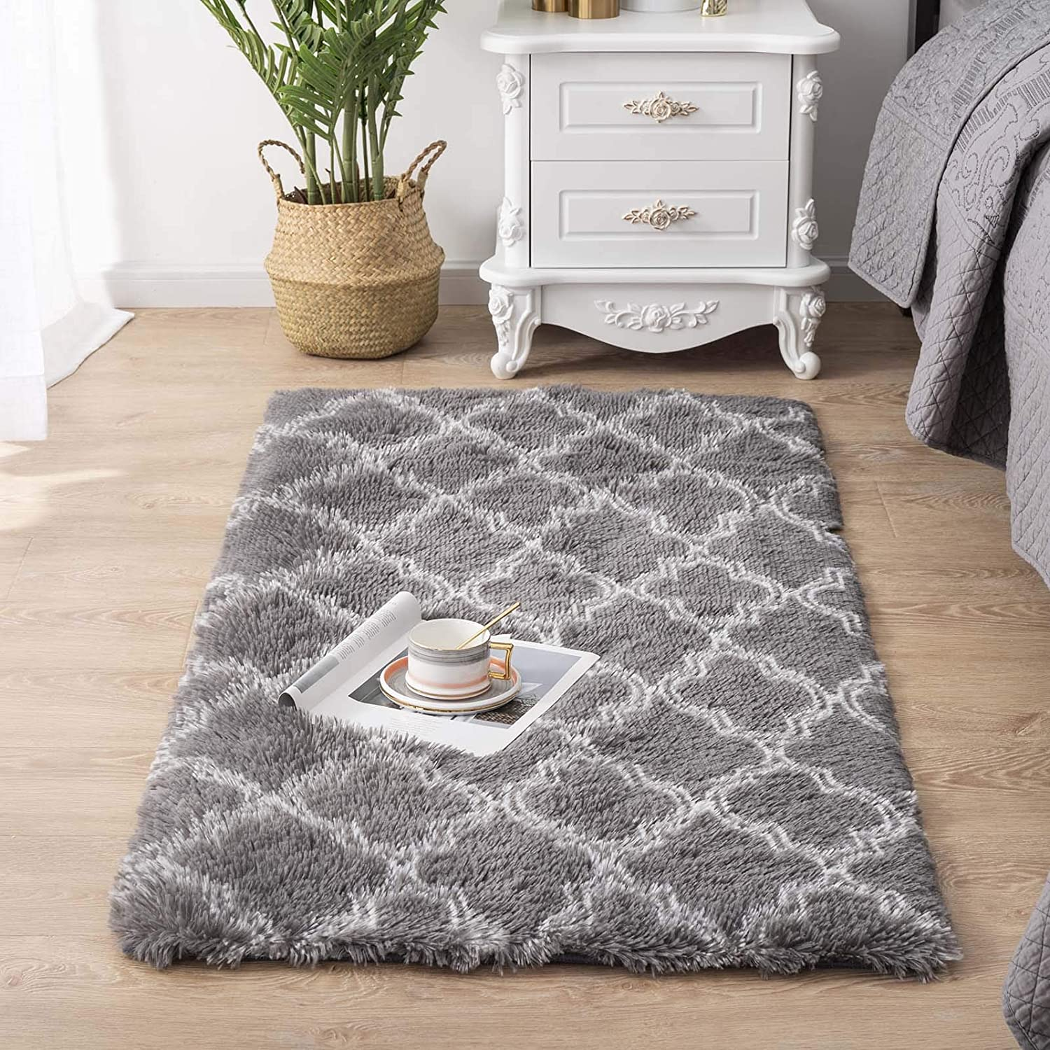 Carvapet Super Soft Moroccan Area Rugs for Bedroom Living Room Shaggy Modern Fluffy Carpet for Nursery Baby Rooms Kids Rooms Pattern Silky Smooth Mat 2.3' x 5', Grey and White